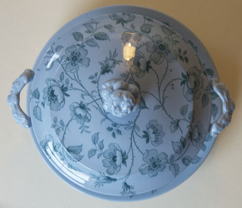 Florentine covered bowl and stand top