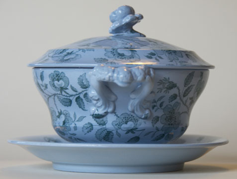 Florentine covered bowl and stand handle