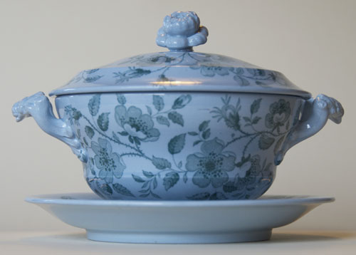 Florentine covered bowl and stand side