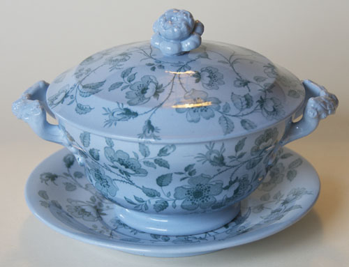 Florentine covered bowl and stand
