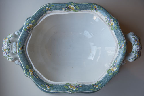 Pattern 580 tureen and stand top minus cover