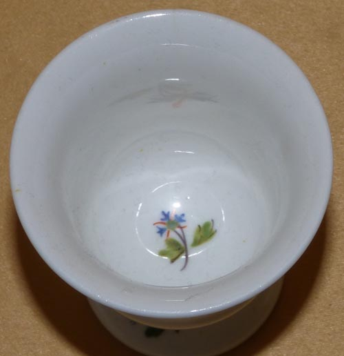 Pattern 2/81 egg cup top